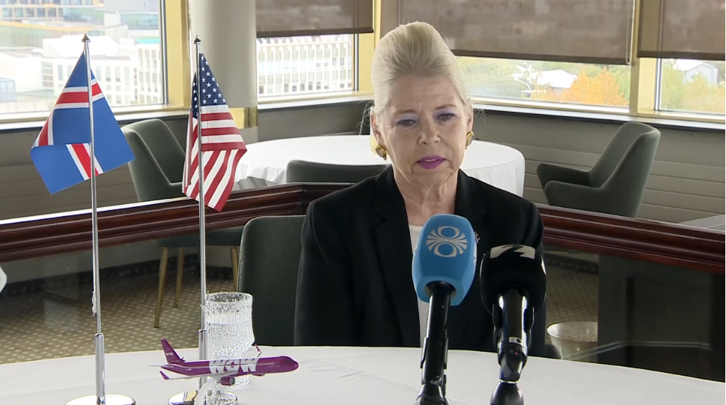 Michele Roosevelt Edwards, – også kendt som Michele Ballarin – bestyrelsesformand i USAerospace Associates LLC ved pressemødet i Reykjavik. (Foto: Visir.is)