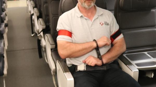 FNogle passagerer kan blive så voldsomme, at det er nødvendigt for flyselskaberne at fastspænde dem undervejs. (Foto: Total Resolve | PR)