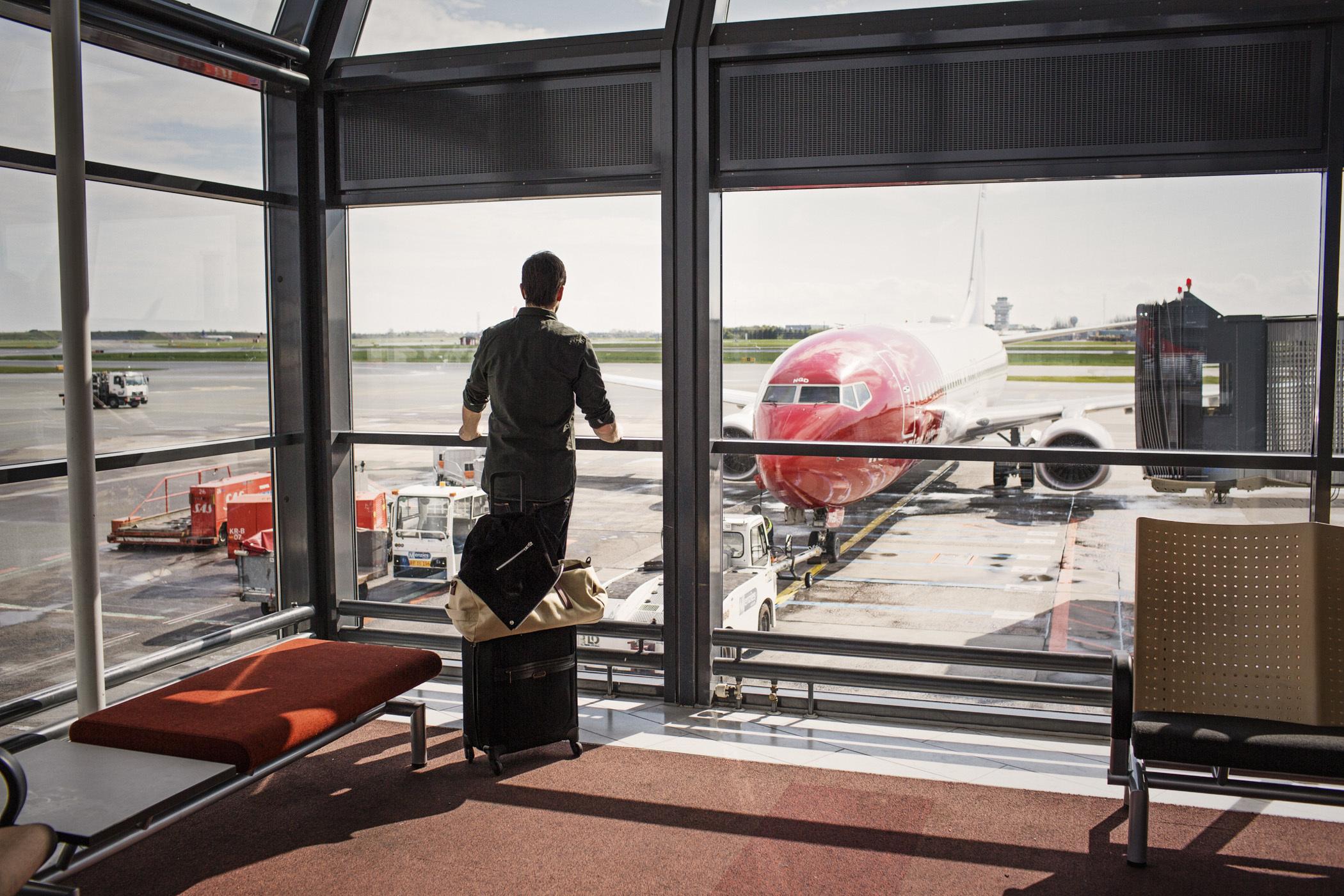 Rejsende venter på Norwegian-fly. (Arkivfoto: Norwegian | PR)