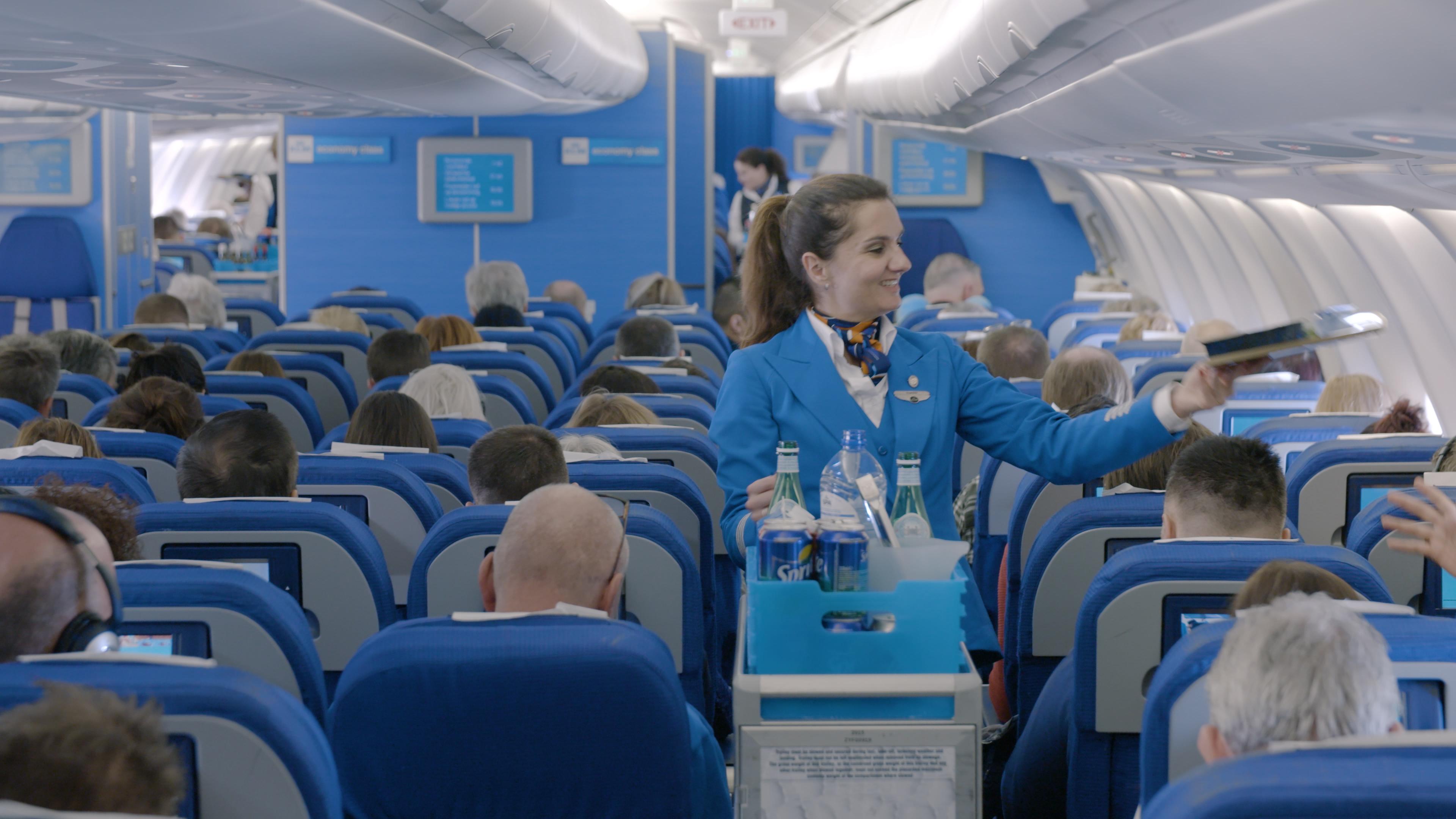 Kabinepersonale hos KLM truer med at nedlægge arbejdet, hvis ikke det hollandske flyselskab imødekommer lønkrav. Foto: KLM