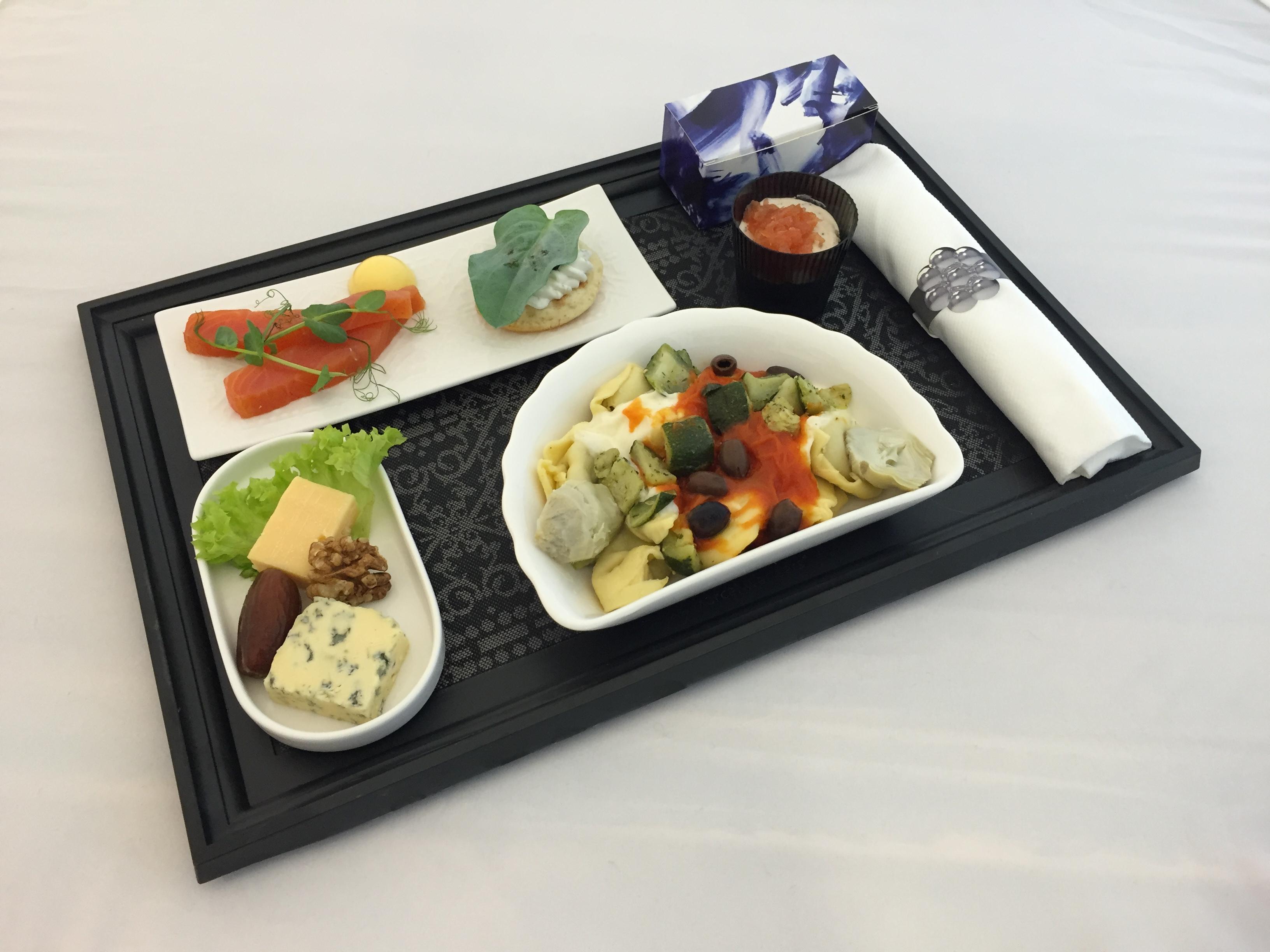 Et eksempel på et måltid i KLMs Business Class. Foto: KLM