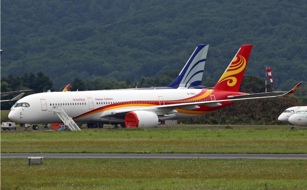 Airbus A350-900 (B-308J) fra Hainan Airlines parkeret i Tarbes–Lourdes–Pyrénées Airport (Foto: Mike Parker)
