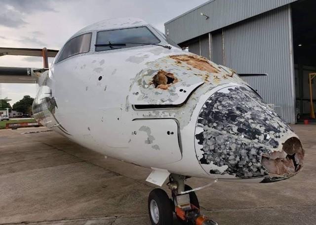 Sådan så næsen på Dash 8-flyet ud efter mødet med lyn og hagl.
