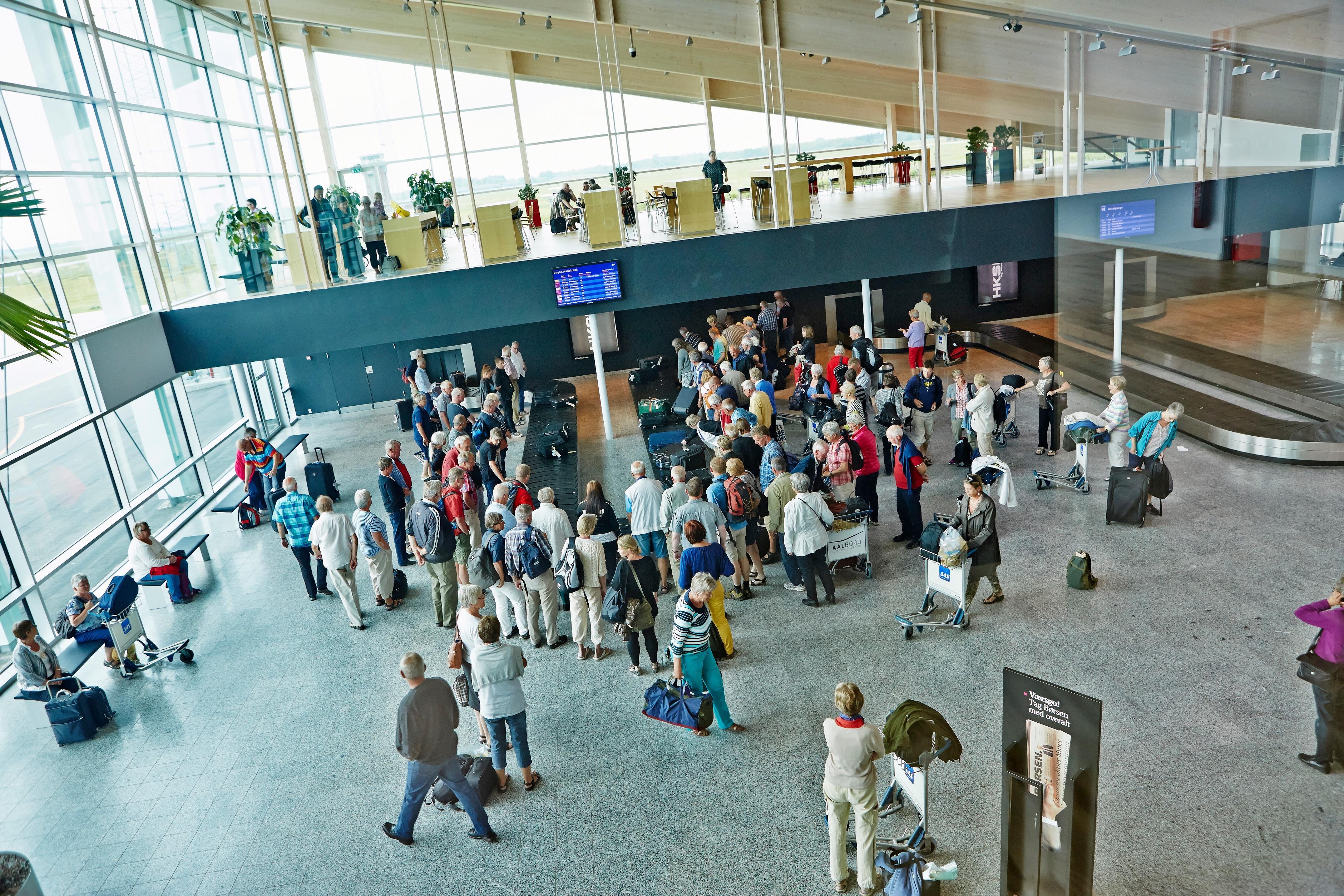 Ankommende passagerer i Aalborg Lufthavn. (Arkivfoto: Aalborg Lufthavn | PR)