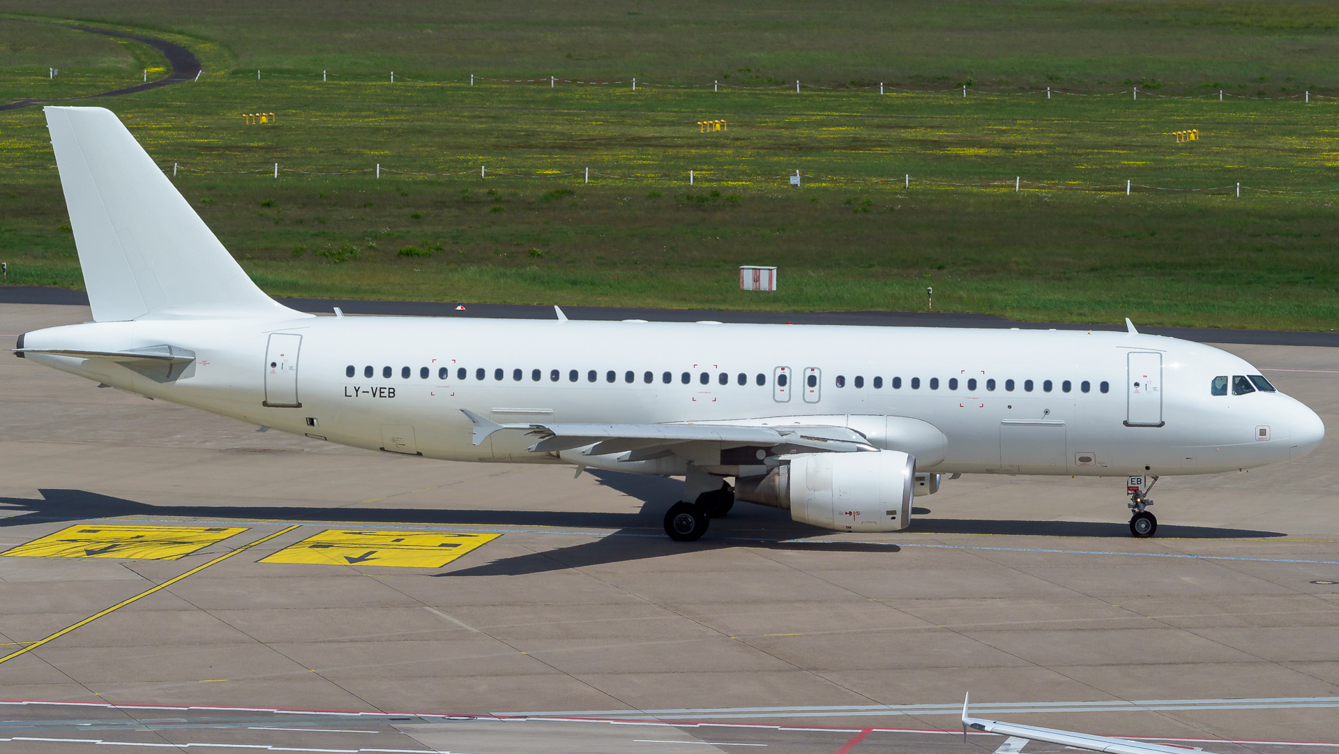 En Airbus A320-200 fra det litauiske ACMI- og wetleasingselskab Avion Express. Foto: Avion Express