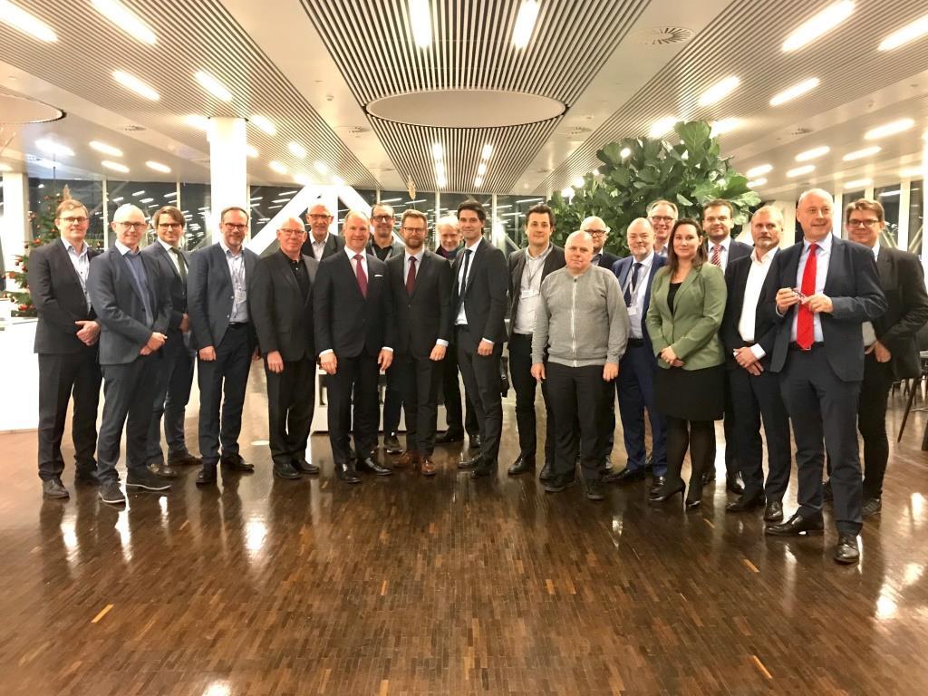 Første møde i Luftfartens Klimapartnerskab den 28. november 2019. I midten transportminister Benny Engelbrecht. (Foto: BDL)
