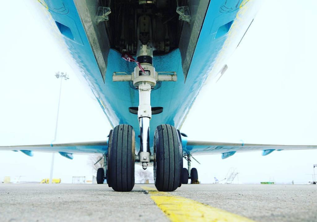 Fokker-fly fra Bek Air. (Foto: Bek Air   Facebook)
