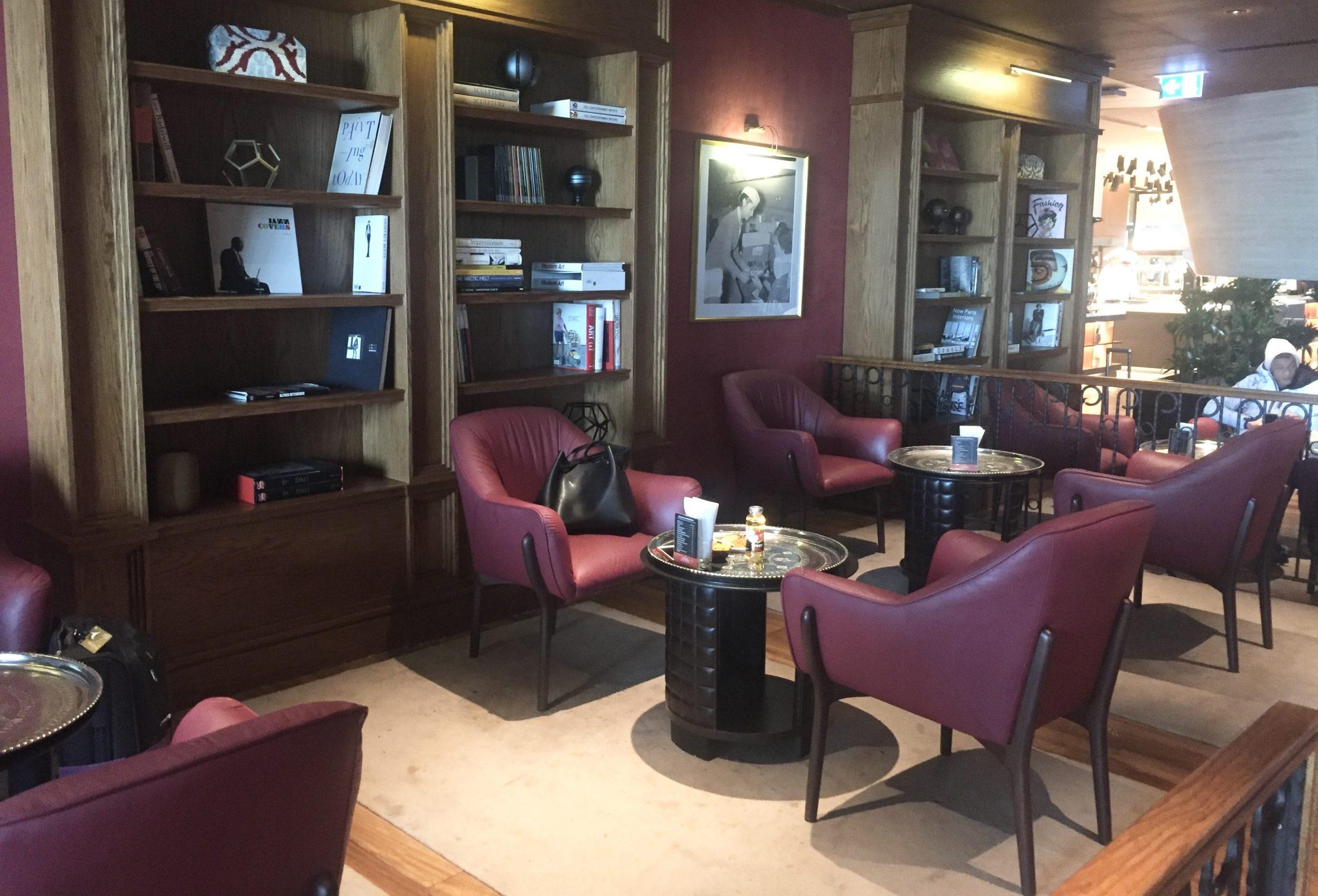 Man kan blandt andet sidde i disse møbler i Turkish Airlines Miles&Smiles Lounge i Istanbul Airport. Foto: Danny Longhi Andreasen