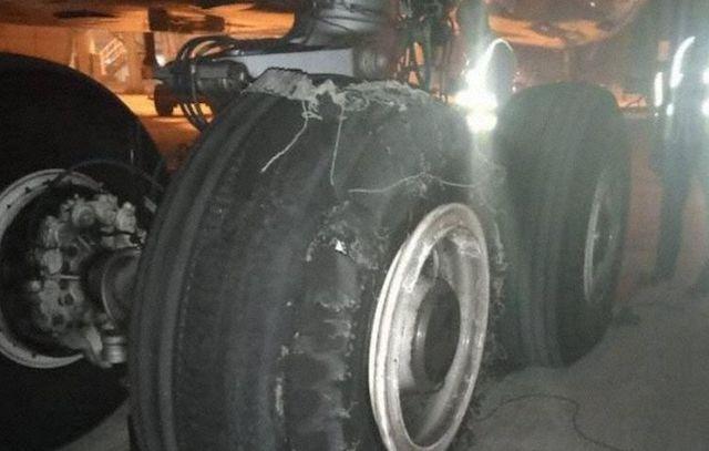 Et af de beskadigede hjul på A330-flyet i Nigeria.