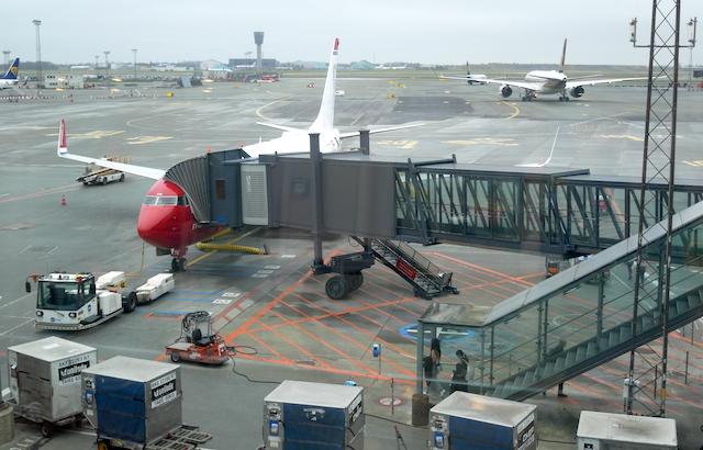 Norwegian-flyet ved gate til D-fingeren i Københavns Lufthavn. Foto: Jan Aagaard