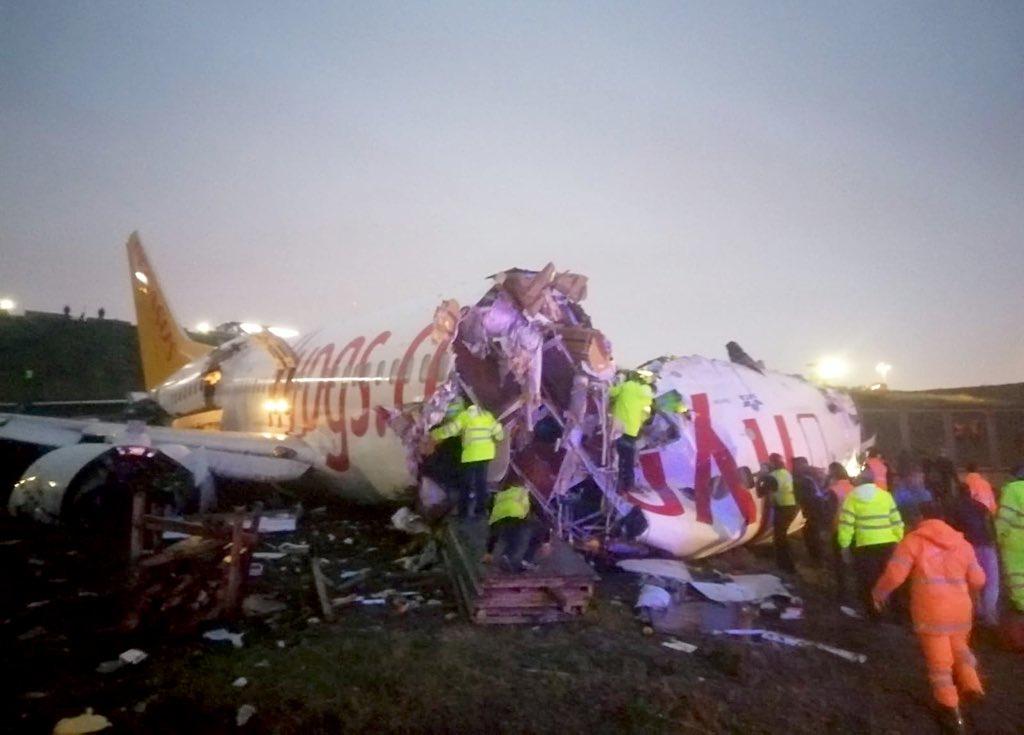 Boeing 737-flyet fra Pegasus Airlines efter havariet i Sabiha Gokcen International Airport.
