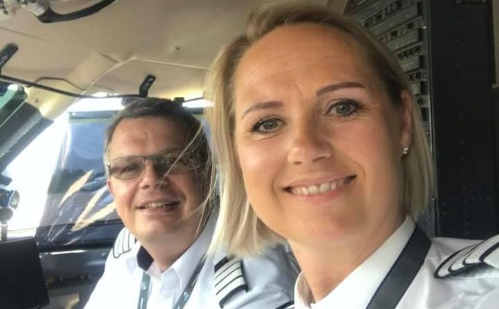 Jacob Rasmussen og Camilla Engelbredt i cockpittet på selskabets CRJ200-fly. (Foto: GRA | privatofoto)