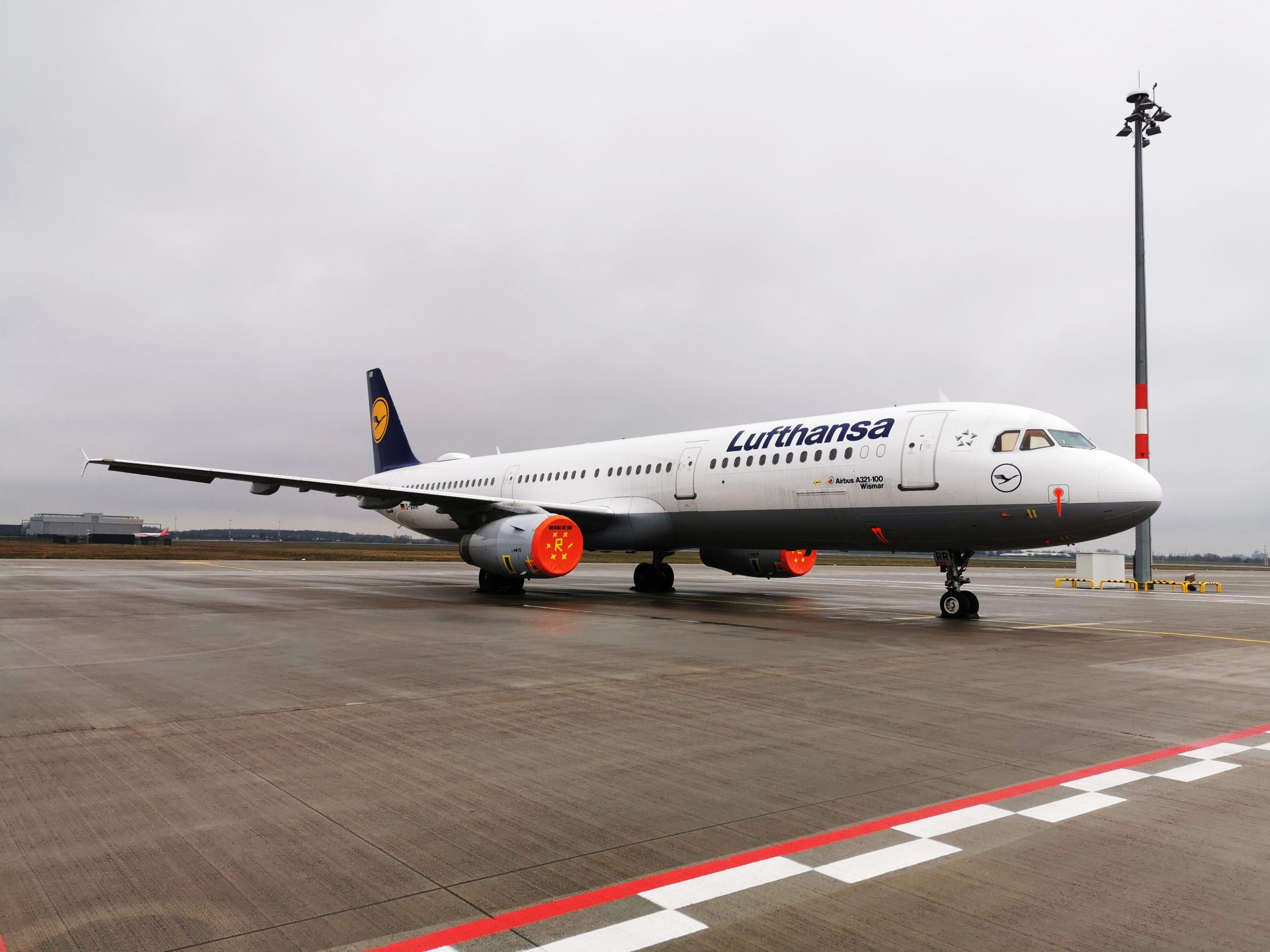 En Lufthansa A321-100 parkeret i Berlin Tegel Airport. (Foto: Lufthansa | PR)