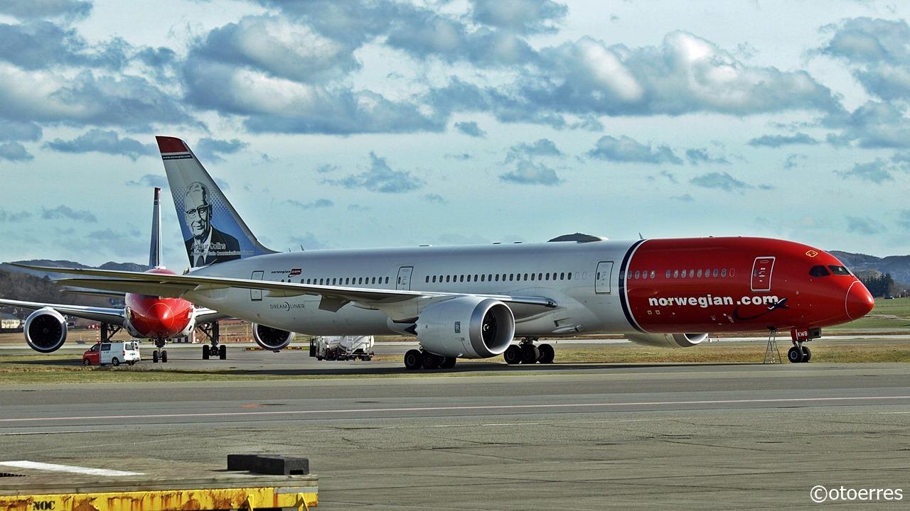 Dreamlinere-fly fra Norwegian parkeret i Stavanger Airport. (Foto: Oddegeir Tørresdal)