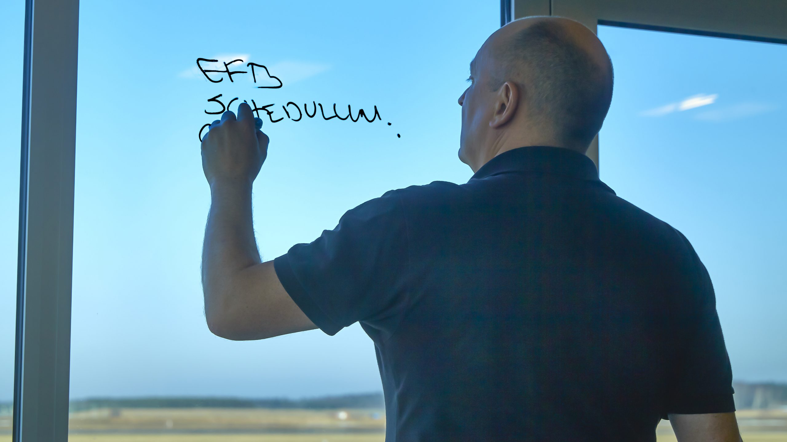 Adm. direktør Per Jensen fra Air Support i en klassisk arbejdssituation. (Privatfoto)
