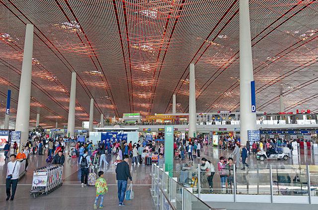 Afgangshallen i Beijing Capital International Airport. (Foto: Wikimedia Commons)