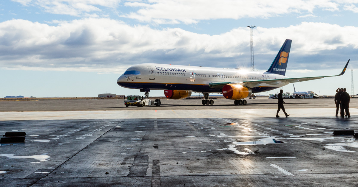 Icelandair-fly parkeret i Keflavik International Airport. (Foto: Icelandair | Facebook)