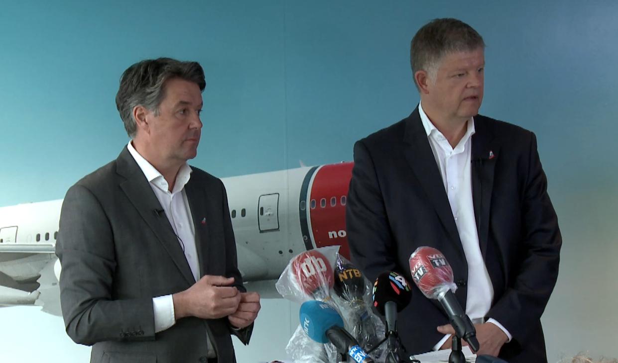 Finansdirektør Geir Karlsen t.v. og koncernchef Jacob Schram ved dagens pressemøde. (Screendump fra webcast)