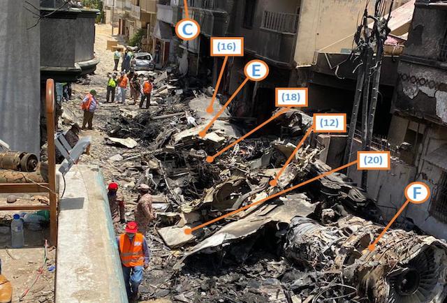 Billede fra den foreløbige havarirapport viser vragdele fra flyet, der styrtede ned i boligkvarter.