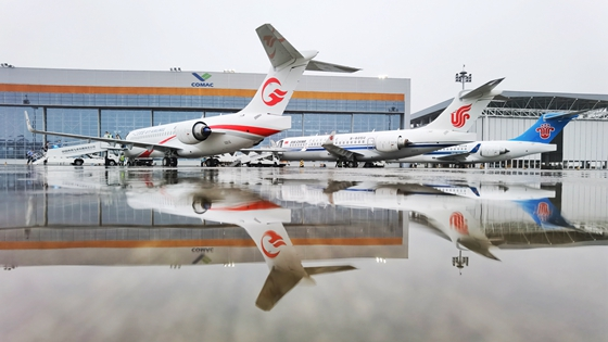 China Eastern Airlines, Air China og China Southern Airlines modtog søndag deres første ARJ21. Foto: COMAC