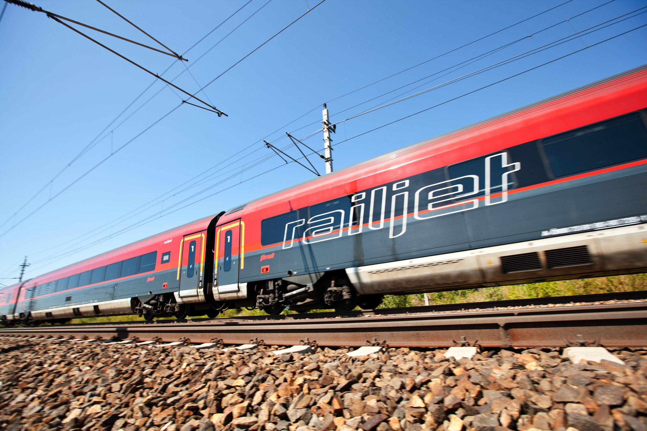 Tog fra Austrian Federal Railways skal fremover erstatte fly fra Austrian Airlines på indenrigsruten mellem Salzburg og Wien. Foto: Austrian Federal Railways (ÖBB)