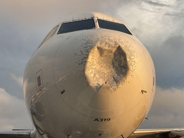 Den beskadige næse på A319-flyet fra Delta Air Lines. Foto: Bill Ritter / Twitter
