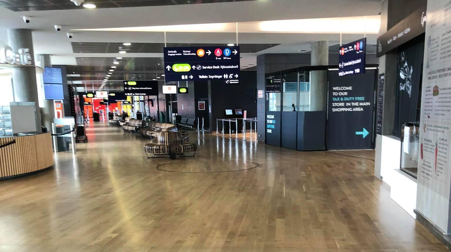 Tomme terminaler i Keflavik International Airport under COVID-19-pandemien. (Privatfoto)