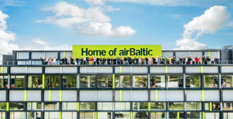 Ansatte hos airBaltic i flyselskabets hovedkontor i Riga. Foto: airBaltic