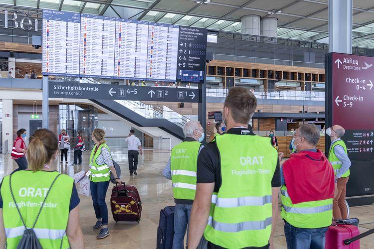 Testpersoner i den nye storlufthavn Berlin Brandenburg Airport. Foto: Flughafen Berlin Brandenburg (FBB)