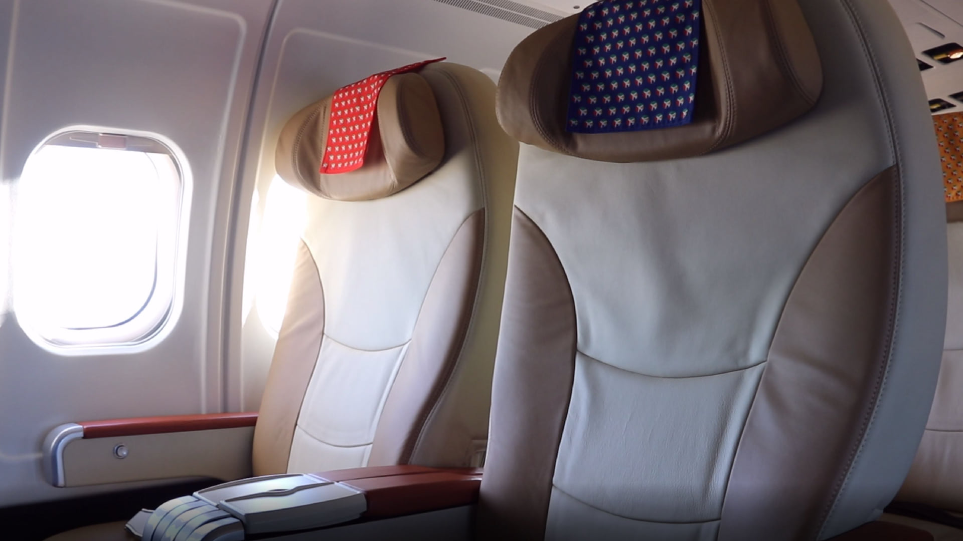 Business Class-sæder i DAT's MD-83-fly. (Foto: DAT | PR)