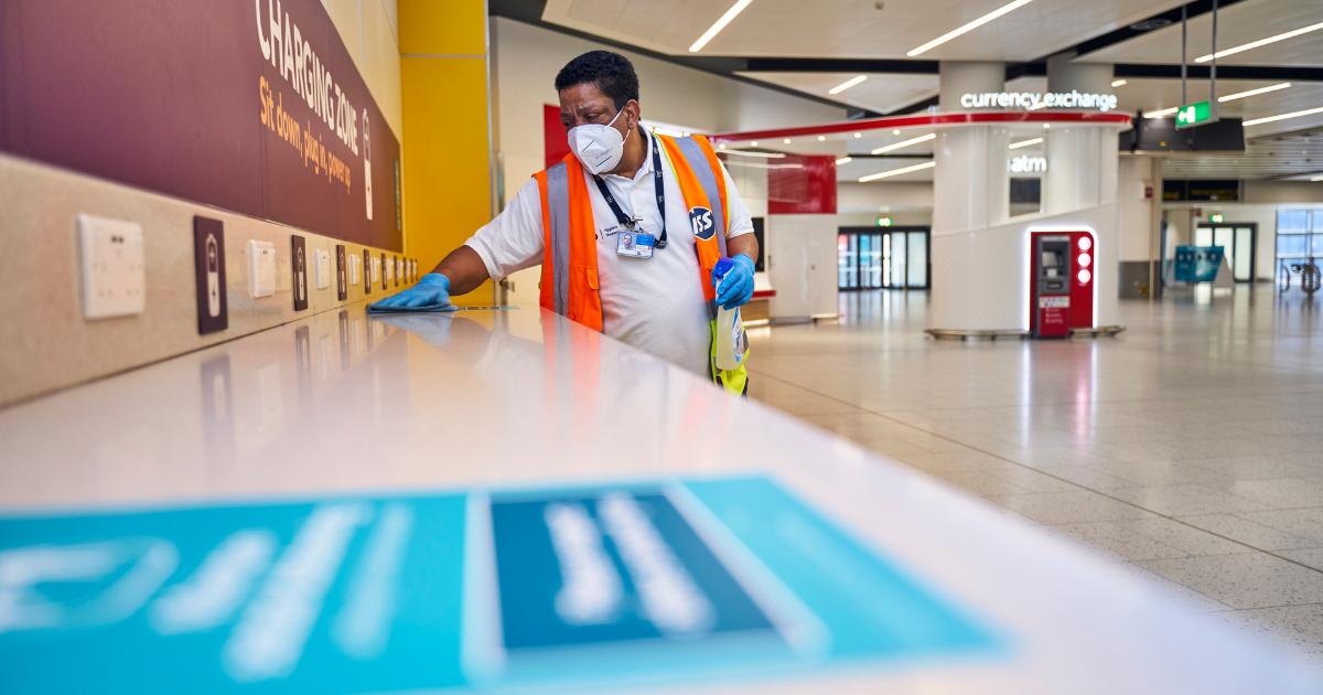 Medarbejder i Gatwick Airport spritter af, men passagererne udebliver. (Foto: Gatwick Airport | PR)