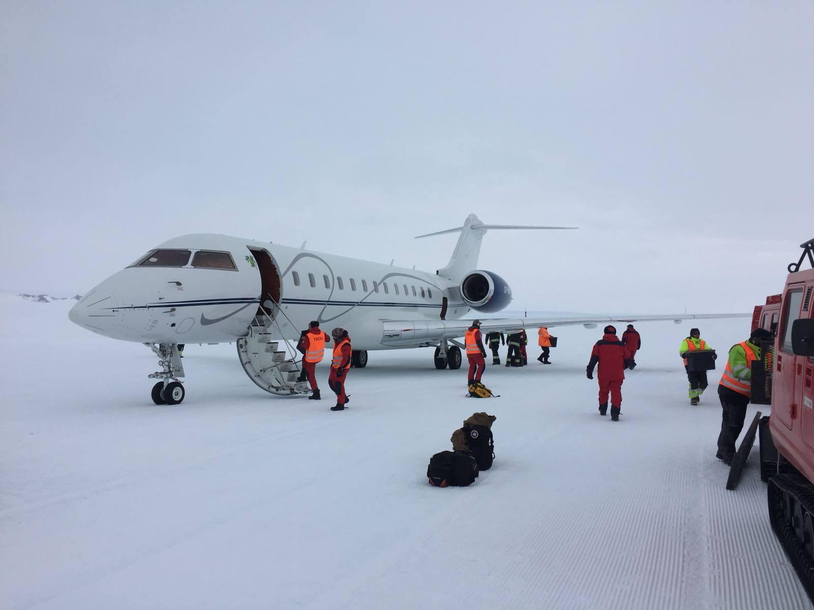 OY-MSI fra ExecuJet Europe ved den første ankomst på Troll Airfield den 1. december 2017. (Foto: ExecuJet Europe)