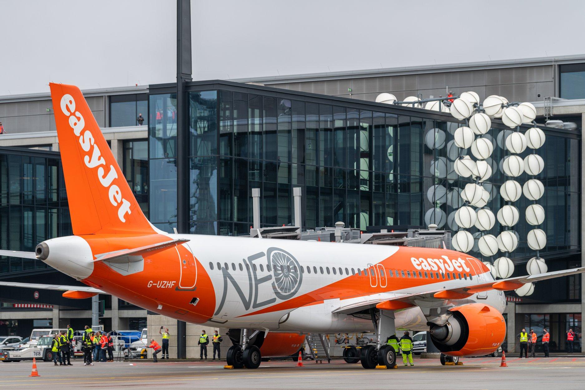 Airbus A320neo fra easyJet ved åbningen af Berlin Brandenburg Airport. (Foto: Foto: Günter Wicker)