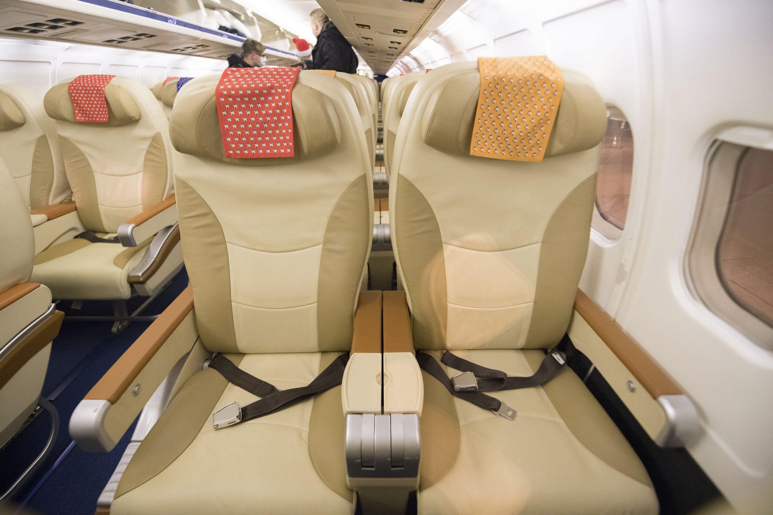 Store og indbydende lædersæder ombord på DAT's MD-83 VIP fly. (Foto: Joakim J. Hvistendahl)
