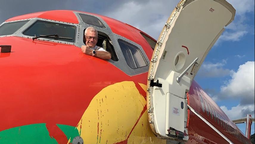 Administrerende direktør i DAT, Jesper Rungholm, i MD-83'eren, der er indrettet som VIP-fly. Foto: DAT