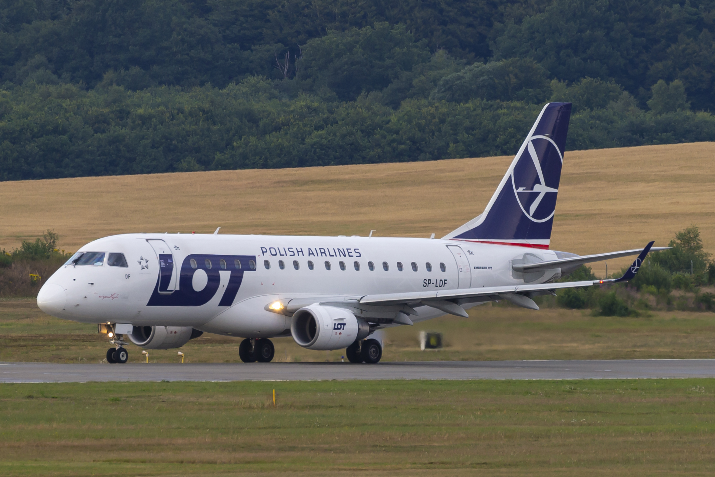 En Embraer 170 fra LOT Polish Airlines. Foto: © Thorbjørn Brunander Sund, Danish Aviation Photo