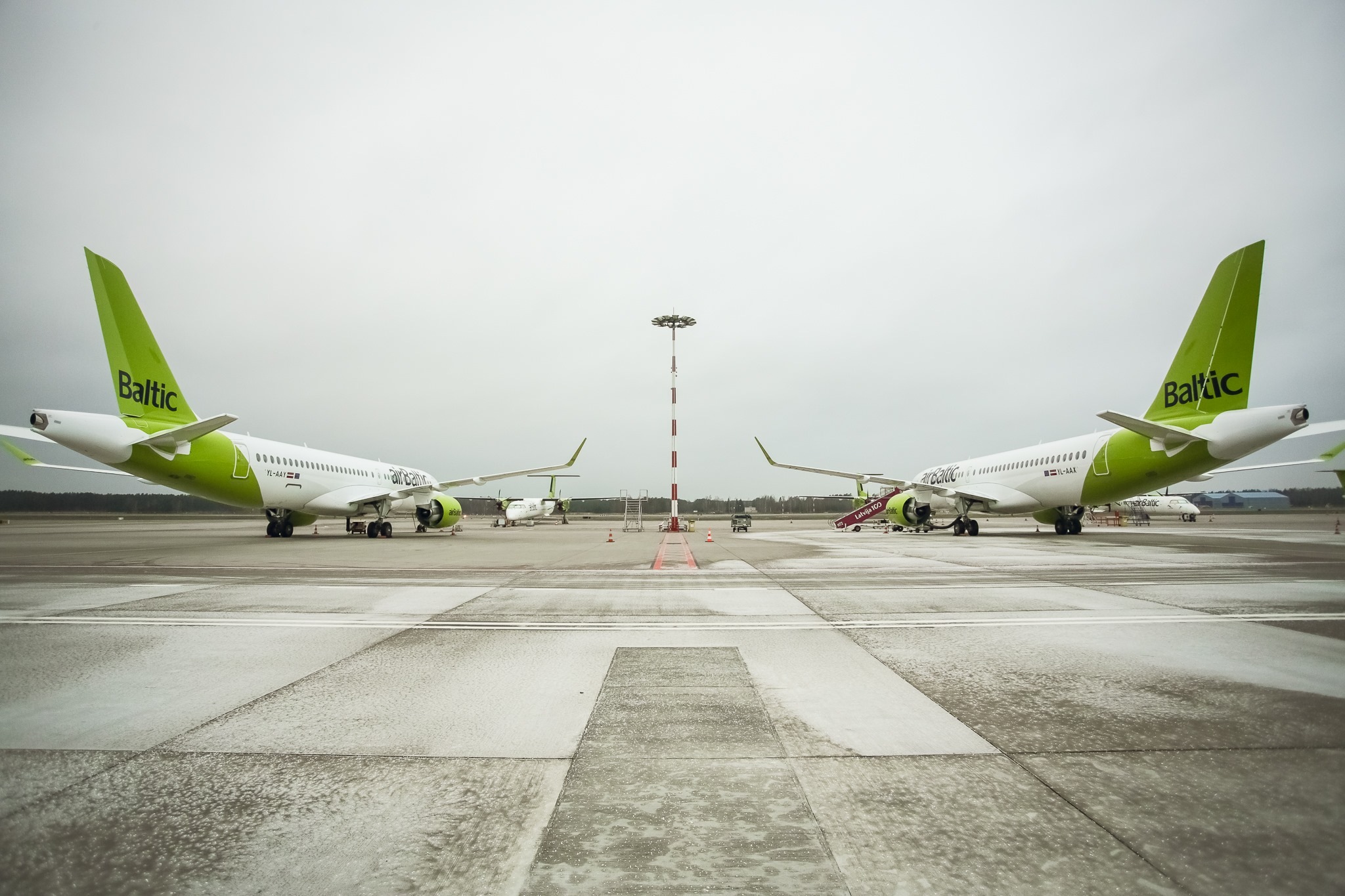 AirBaltic har fået leveret to nye Airbus A220-300, YL-AAX og YL-AAY. Foto: airBaltic