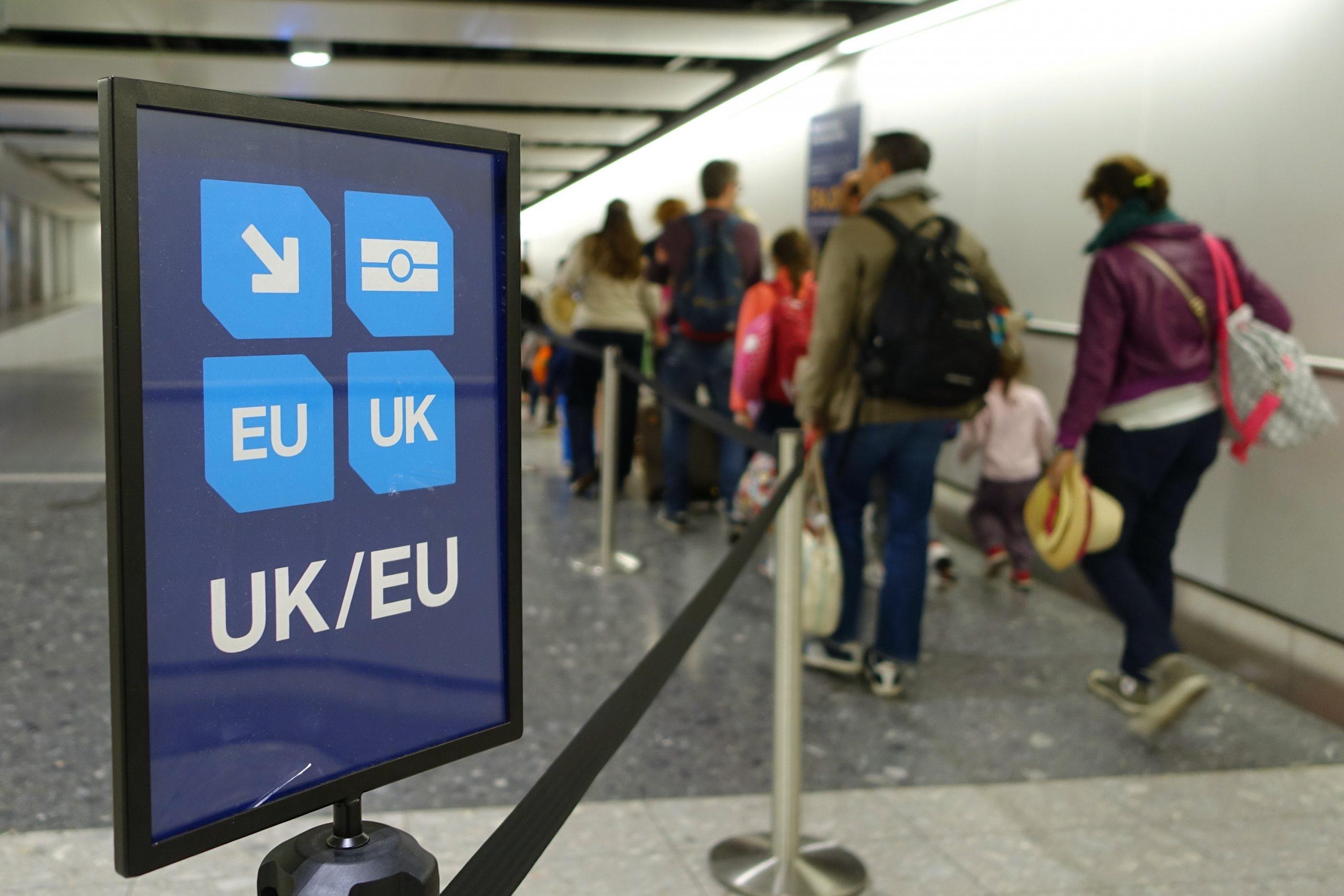 UK-EU spor i britisk lufthavn. (Foto: shutterstock_1197078226)