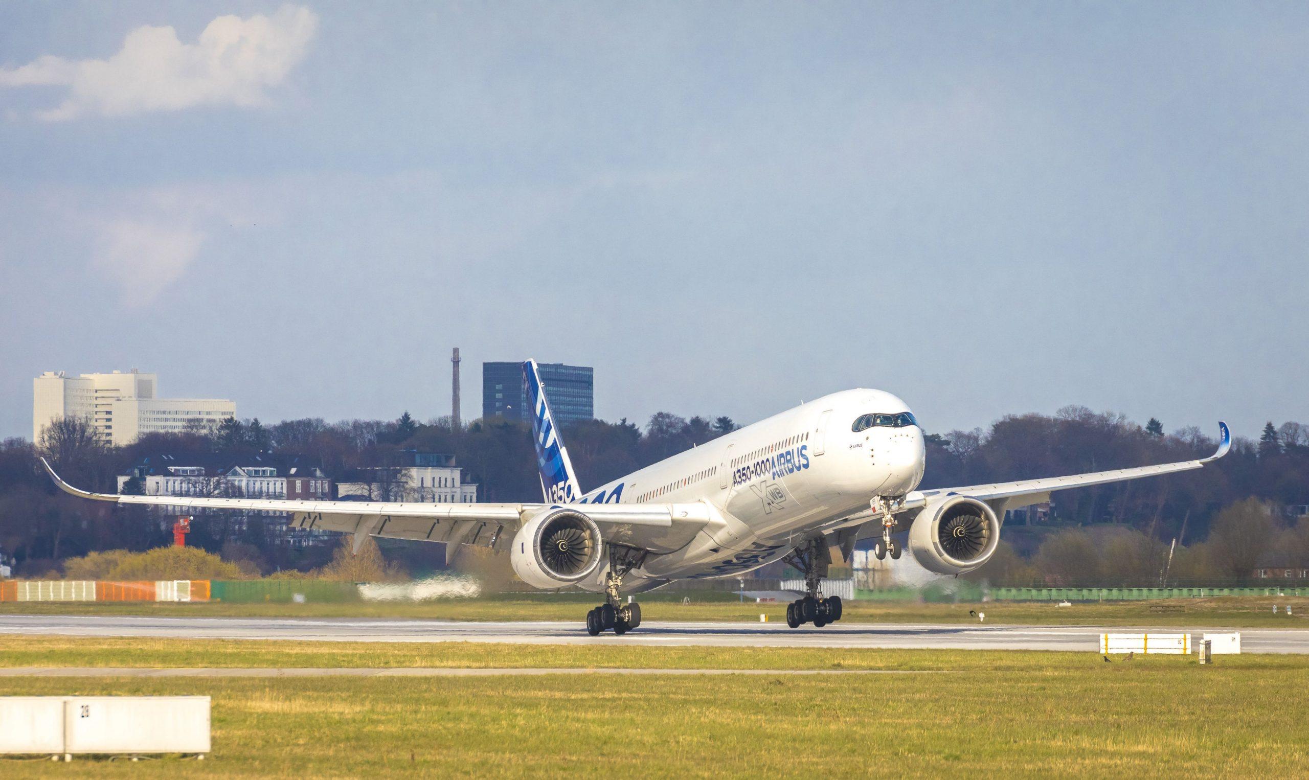 Et testfly af typen Airbus A350-1000 lander i Hamborg Lufthavn. Foto: Airbus