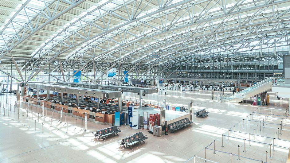 En tom terminal i Hamborg Lufthavn under coronapandemien. Foto: Oliver Sorg/Hamborg Lufthavn