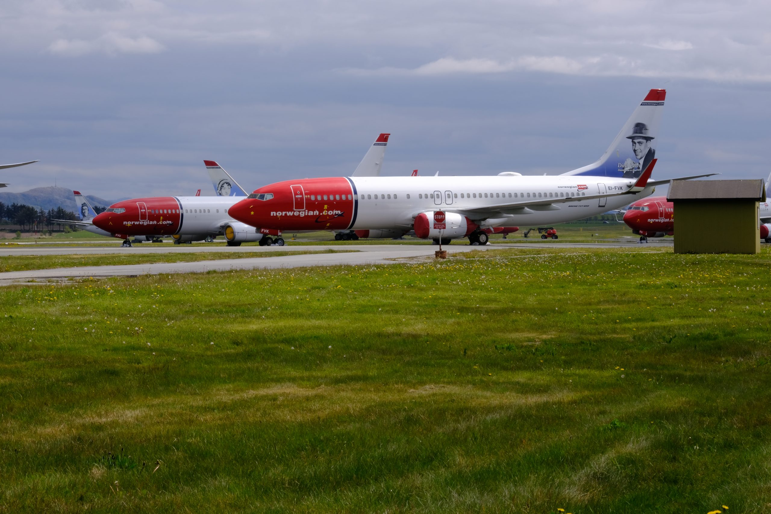 Langtidsparkerede Norwegian-fly i Stavanger Sola-lufthavnen. (Foto: Usu Nyaya | shutterstock_1739912255)