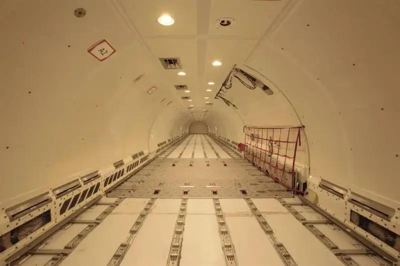 Der er god plads i en Airbus A321-200PCF, der er konverteret fra passagerfly. (Foto: Precision Conversions | PR)