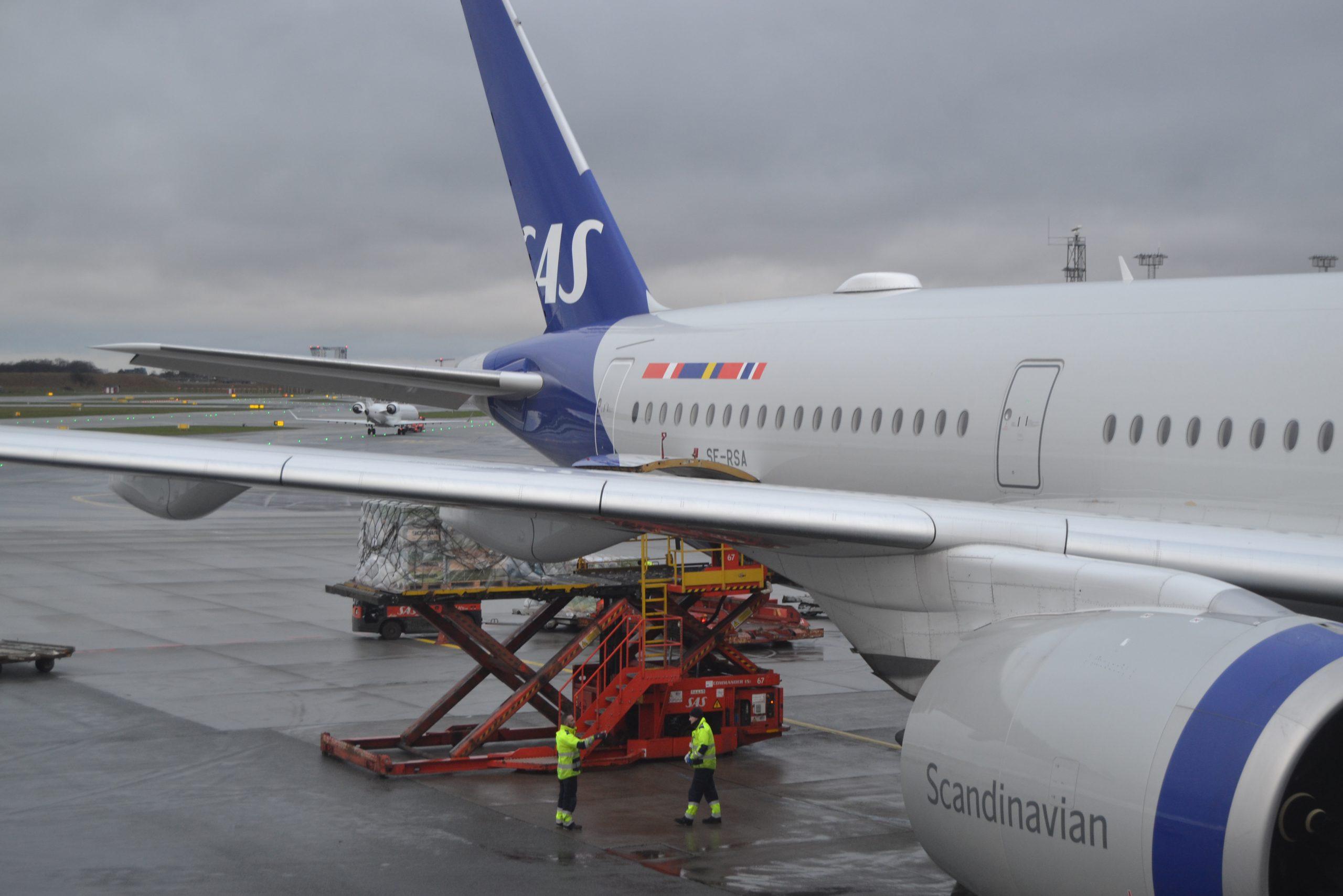 Airbus A350-900 fra SAS lastes inden afgang fra Københavns Lufthavn. (Foto: Michael Holde   SAS Cargo)