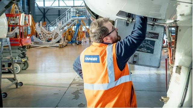Finnair-tekniker i Helsinki Airport. Foto: Finnair