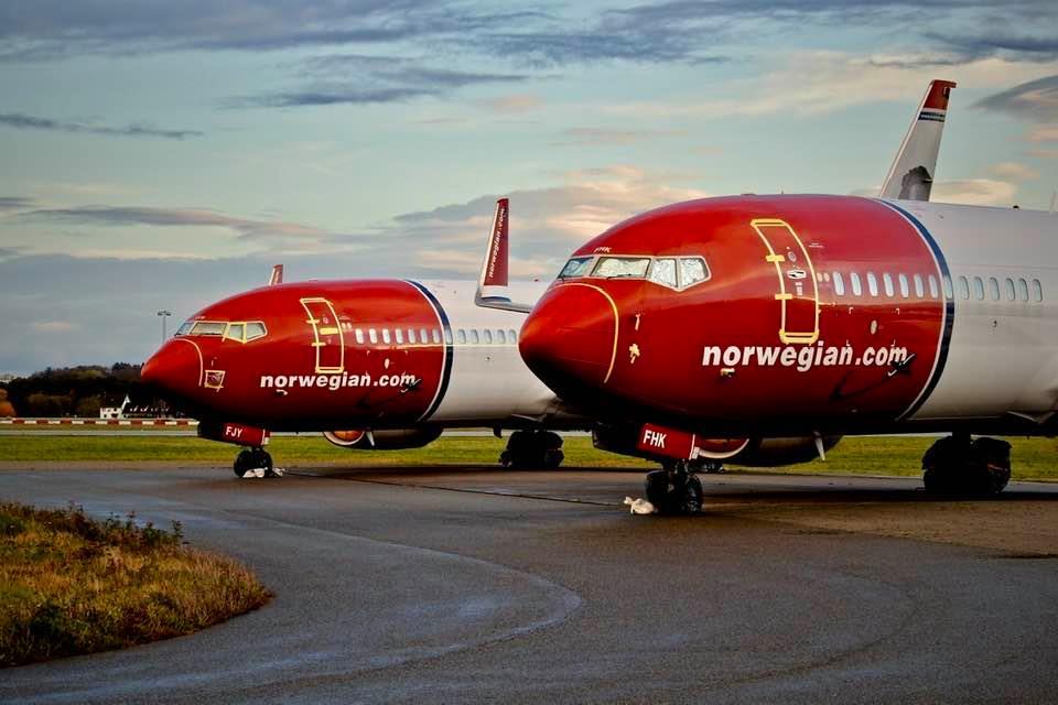 Norwegian-fly parkeret i Stavanger Sola. (Foto: Michael Caldwell)