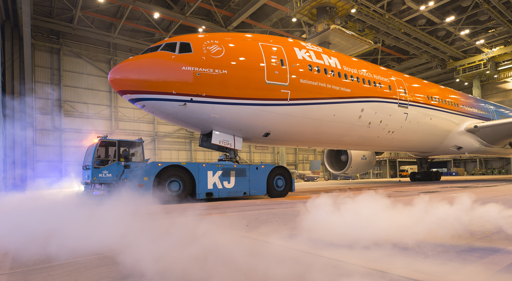 KLM's Boeing 777-300ER (PH-BVA) i den særlige Oranje-bemaling. (Foto: Menno Mennes)