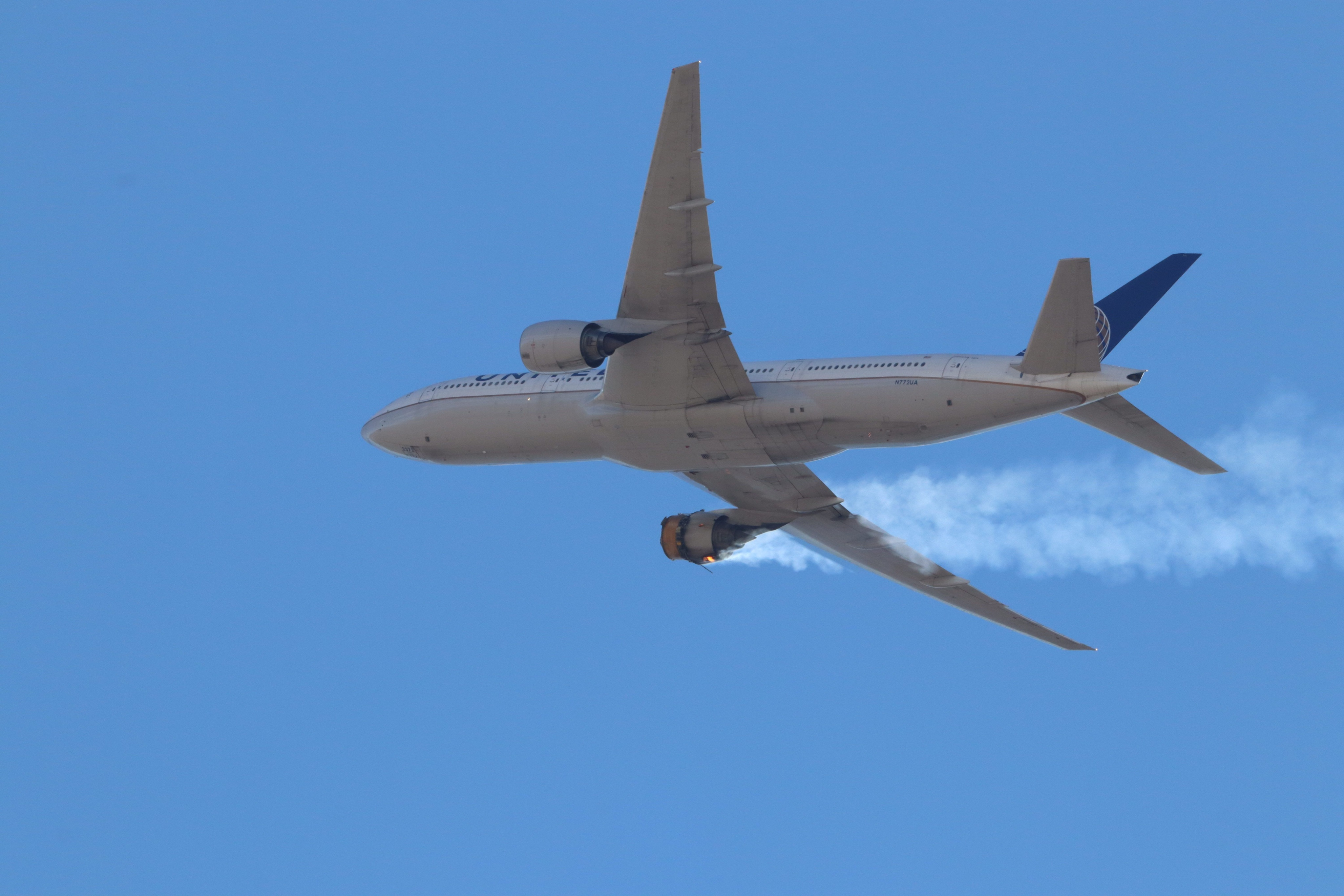 United Airlines UA328 med brand i højre motor. (Foto: Hayden Smith | Speedbird5280 Instagram)
