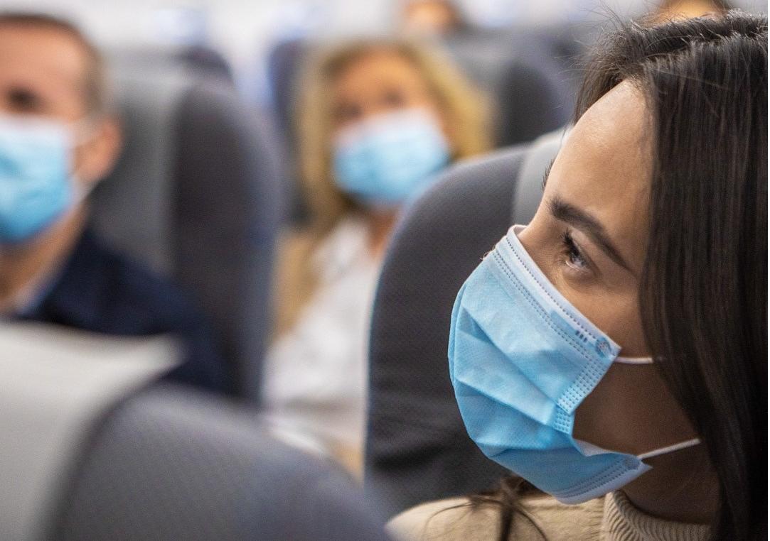 SAS-passagerer med mundbind. (Foto: Mads Guldager | SAS)