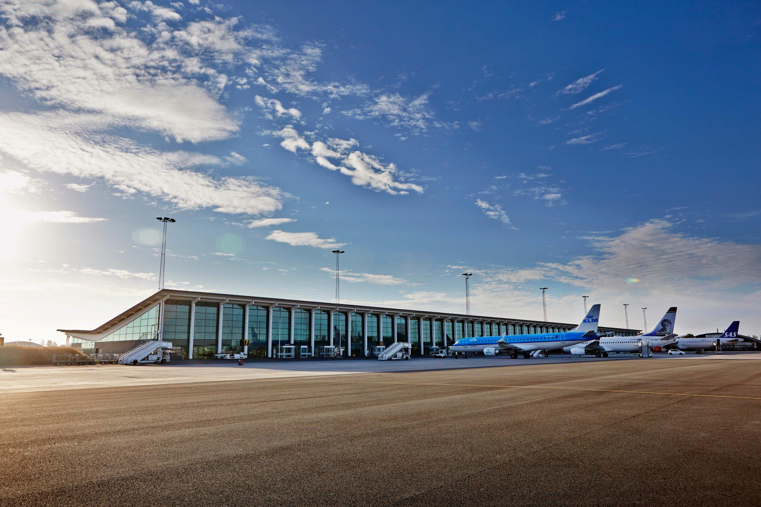Fly på forpladsen i Aalborg Lufthavn. (Foto: Aalborg Lufthavn   PR)