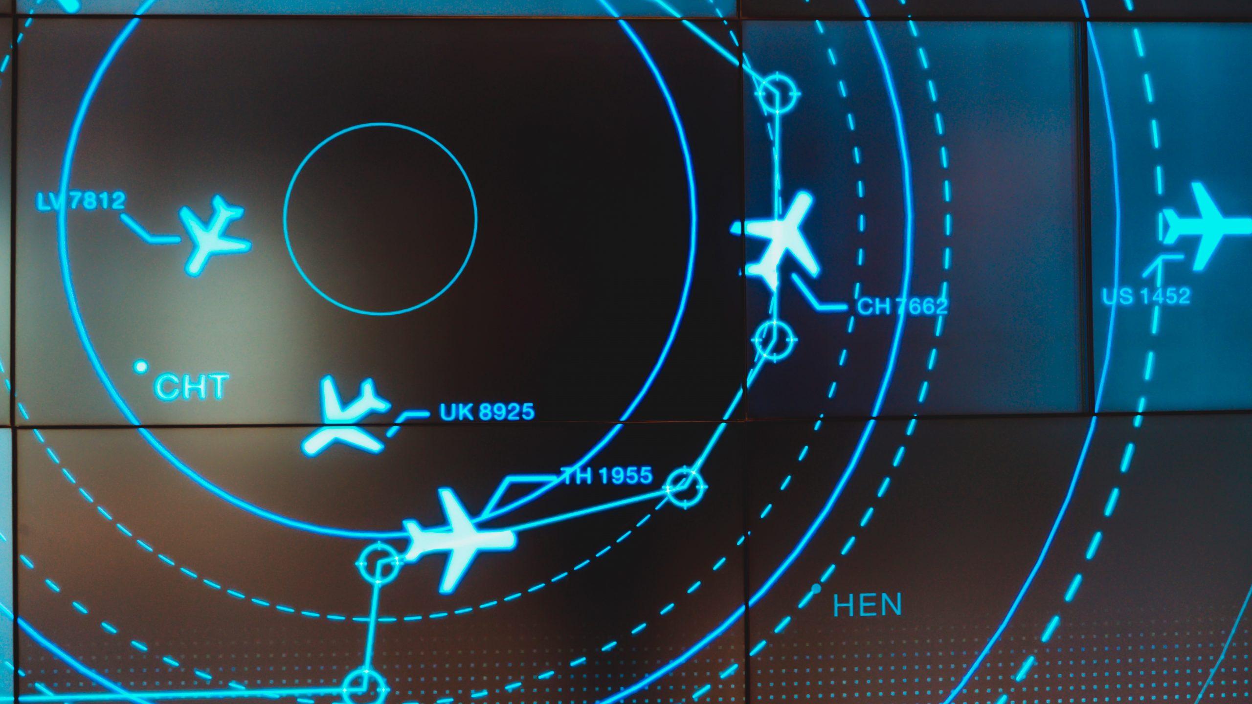 Flyveledere i lufttrafiktjenester holder styr på flyene i luften. (Foto: Teerapon Tiuekhom | shutterstock_1409775035)